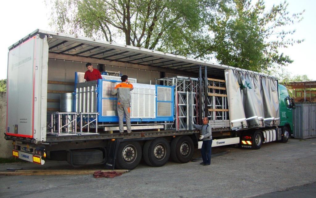 Грузовой строительный мачтовый подъемник 2000 кг